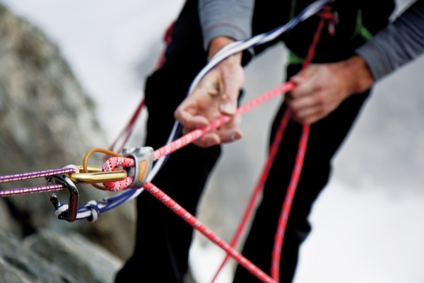 A falling climber generates forces up to 40 times their own body weight. Dynamic—stretchy— ropes and a belay device help to lessen the impact.