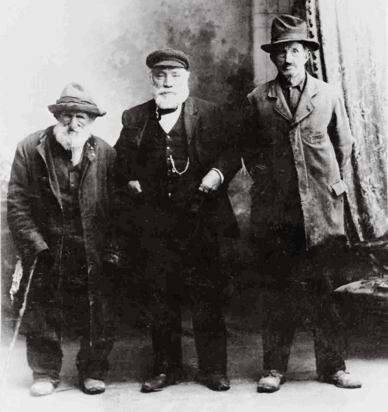"""The hardships and isolation of pioneering life fostered a breed of """"unstandardised men,"""" writes John A. Lee, the chronicler of swaggerdom. These three certainly seem to qualify. On the left is Barney """"Whiterats"""" Winters, who swagged almost until his death at age 90, in 1911. On the right is Tom Pepper, a """"remittance man,"""" and between them is Bill Howie, whose swagging credentials are not known. Perhaps he paid for the photograph!"""