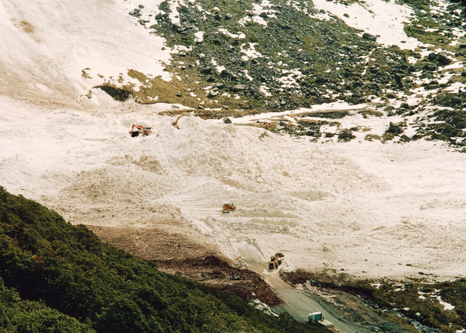 Although it may take days to clear the spoil from a large avalanche, an equal hazard is posed by the very violent wind blast associated with many avalanches. These have the power to rupture eardrums, strip bark from trees (to say nothing of flattening forests) and throw heavy machinery around like playthings. Between 50 and 150 avalanches-both natural and deliberately detonated-take place along the upper Hollyford each year.