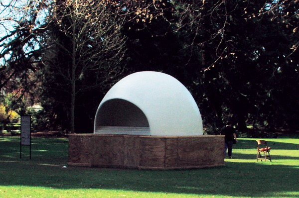 Crossing boundaries between music, sculpture and art is a regular approach Chris Cree Brown takes in his work. Aeolian Harp, a 40 per cent model of his design, was in situ in Christchurch Botanic Gardens for three months during 2002 as part of the Art and Industry Biennale, its open-ended igloo shape creating a wind tunnel to direct wind over the strings, while also focusing the sound at a point inside the structure.