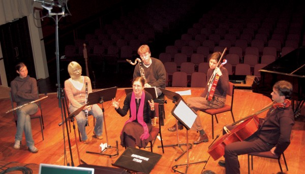 Student Mary Binney (above), surrounded by the performers of her work—Monique Hay (flute), Reetta Näätänen (clarinet), Andrew Uren (bass clarinet), Liesbeth Kok (viola) and Ashley Brown (cello)—answers questions in an open discussion about the piece.