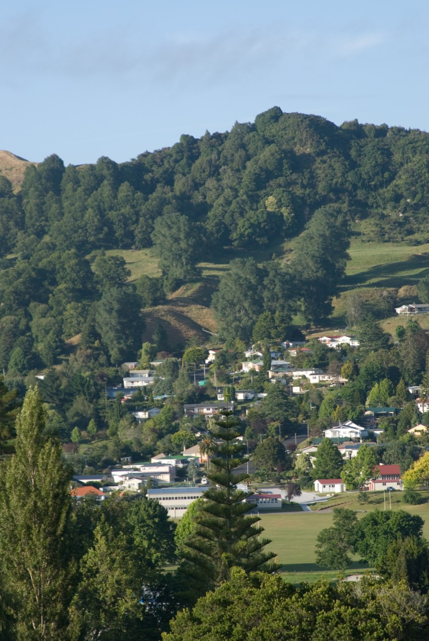Te Kuiti started as a railway construction camp when the main trunk line was out through in the early 1900s and is now the main town in Waitomo District, which has a population of 10,000.