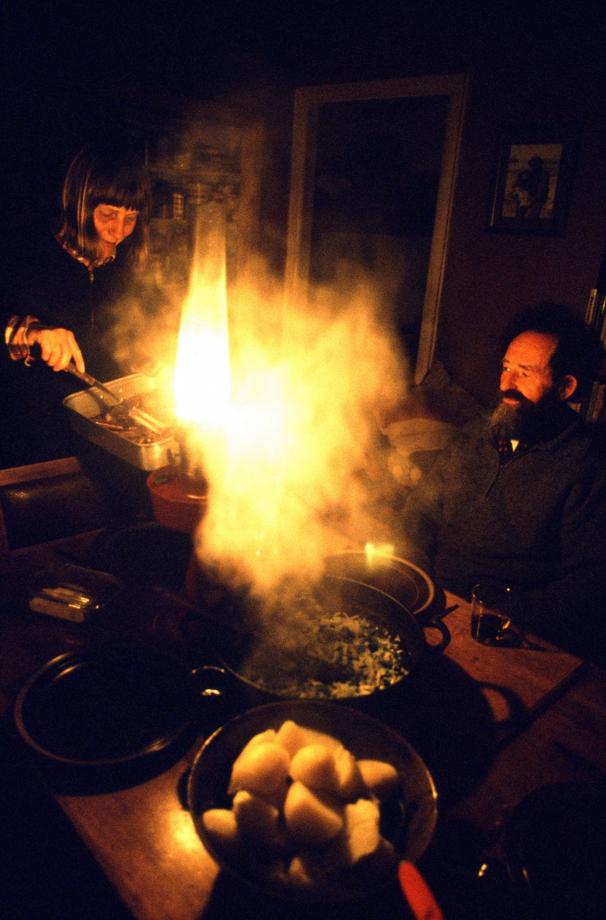 Former lighthouse keepers Pip and Jeanette Aplin are used to a life of self-sufficiency-and to each other's company. An evening meal of tender wild pork and home grown vegetables, followed by Pip's fine home-brewed port, is eaten under the romantic light of a kerosene lantern.