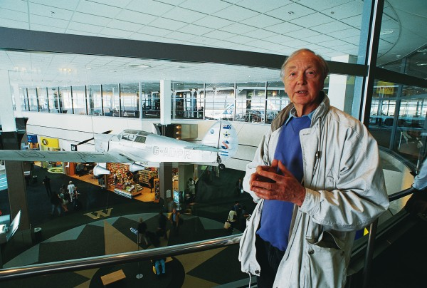 Writer and television documentary-maker Ian Mackersey contributed the dictionary's essay on aviator Jean Batten, whose Percival Gull is preserved at Auckland International Airport. While making a documentary about her in 1987, at a time when no one had heard from her for five years, Mackersey discovered that the reclusive Batten had, in fact, died five years earlier in Majorca, after being bitten by a dog.