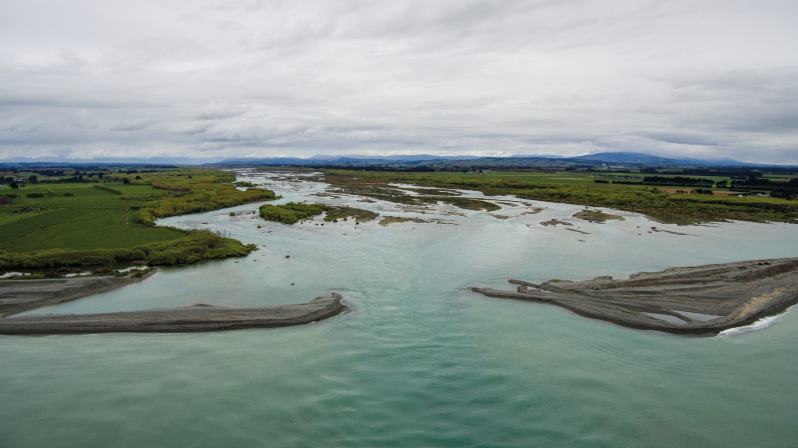 The Waitaki River spills out of the Southern Alps, marking the boundary between Canterbury and Otago. Waitaha Māori ventured deep into the remote interior to harvest moa, transporting them down the river on rafts (mōkihi) made from raupō and flax. Over 1200 ovens for cooking moa flesh were excavated at the Waitaki River mouth, the biggest moa-hunter archaeological site in New Zealand. Over a century of farming and erosion have now destroyed almost every trace of early Māori occupation here.